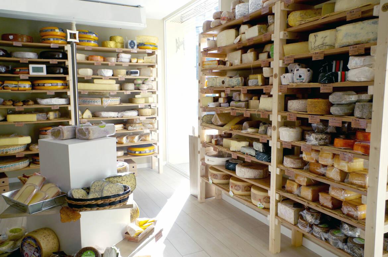 la-majada-quesos-estantes.jpg